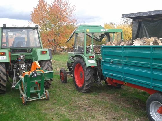 Farmer 102S u. 309 LSA am Brennholz