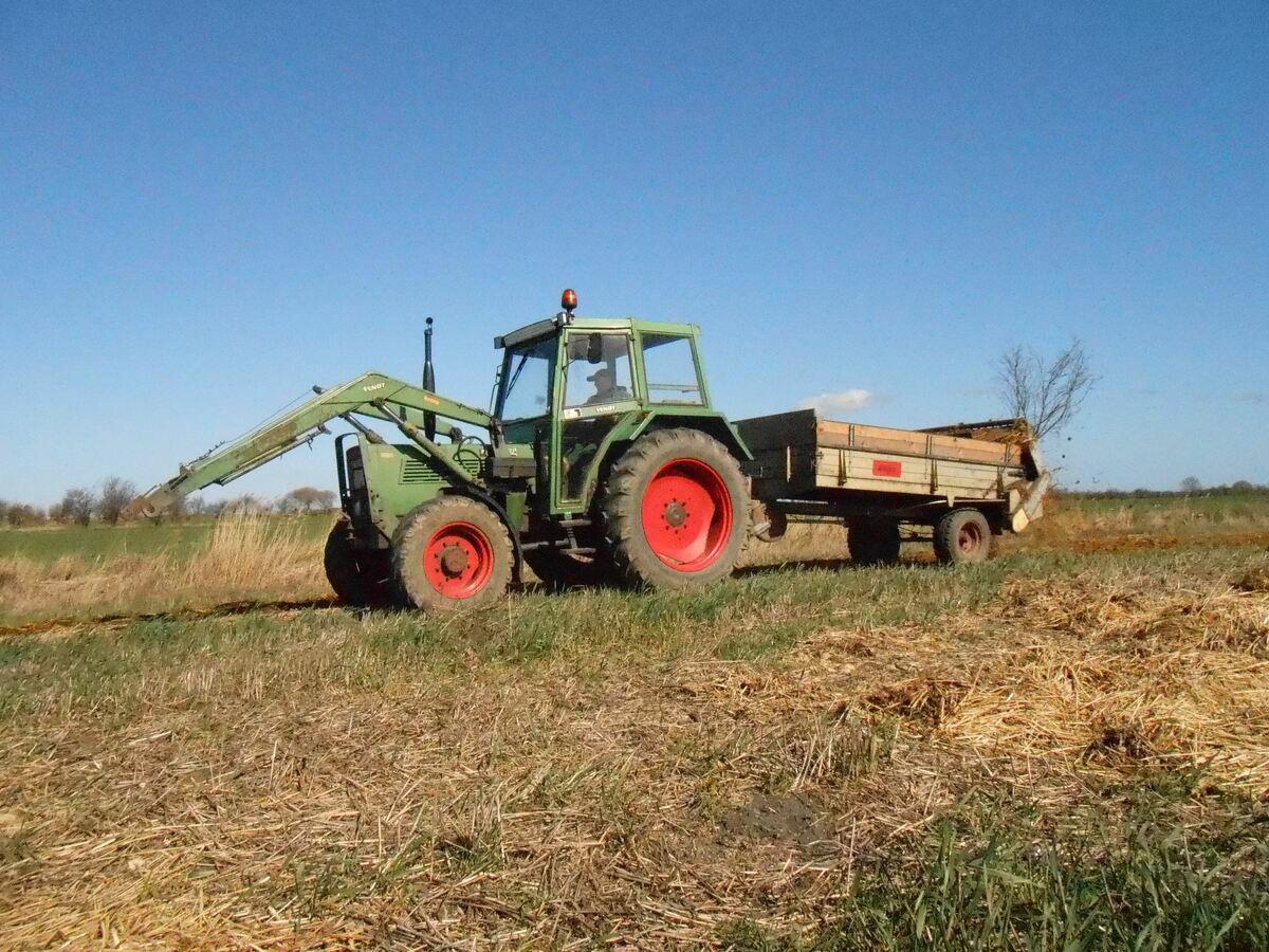 Farmer 103sa mit Welger LS 50