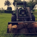 Die neue Schaufel zum Holztransport genutzt