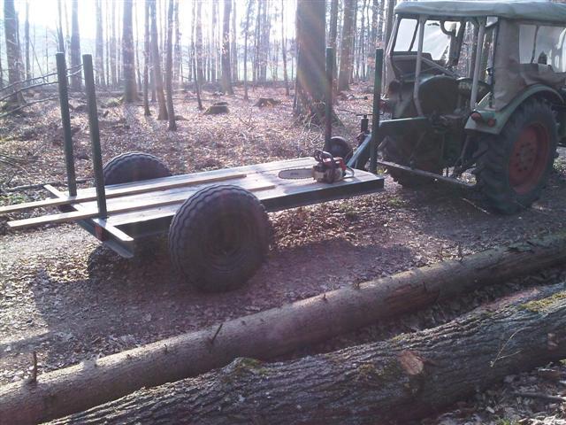 Farmer_2 mit Holztransportwagen