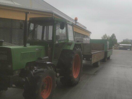 Fendt Farmer 108ls beim Pflastersteine holen
