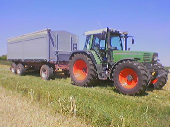 Fendt 514 mit 3 achser Weizen