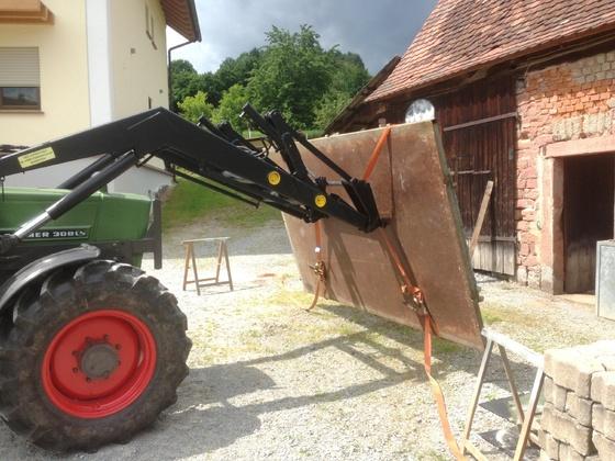 Fendt Farmer 308 LSA - Beim Hängerbau-1