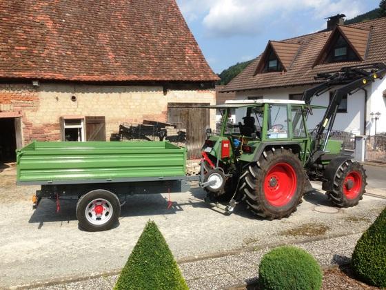 Fendt Farmer 308 LSA - mit dem fertigen Hänger-2