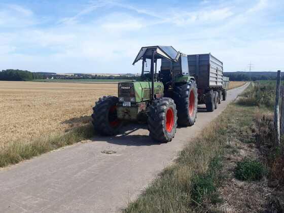 Fendt 612s beim Getreidetransport
