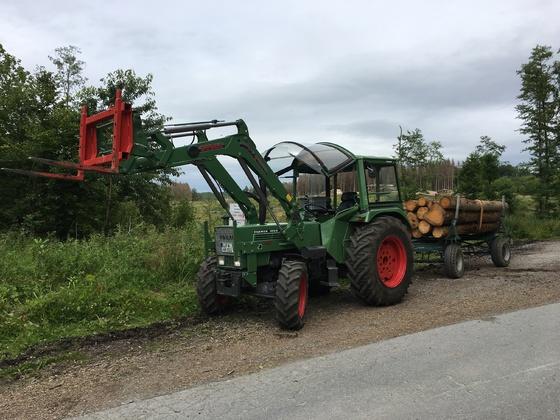 Farmer 103 bei der Holzabfuhr