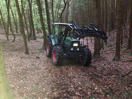 Fendt Farmer 308 LSA - Der neue ist eingetroffen. Die erste Testfahrt im Wald 1