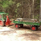 Farmer 102S beim Brennholztransport
