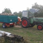 Farmer 102 S beim Brennholz schneiden