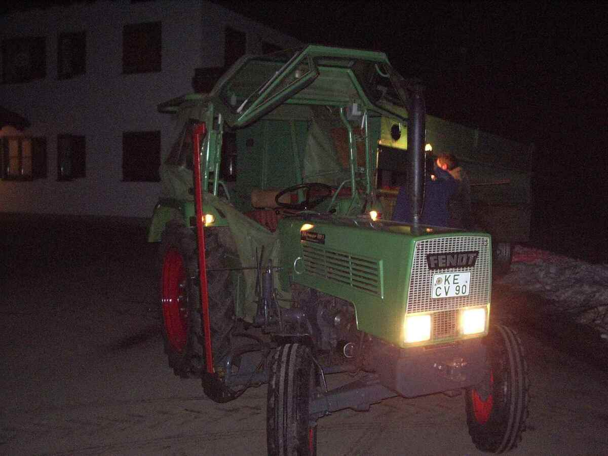 Fendt Farmer 2S mit 2-Achskipper