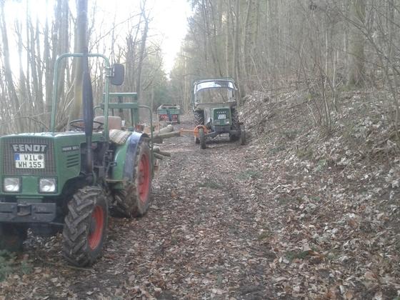 2 Farmer im leichten Forsteinsatz