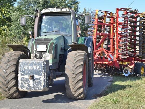 Fendt Vario 924 + Väderstadt haben die Saatbeet Vorbereitung abgeschlossen.