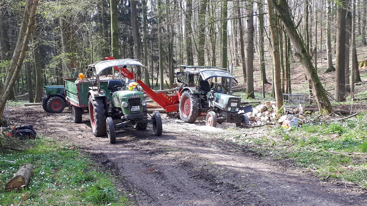 Fendt Power links Farmer 2D, rechts 2E und dahinter 26V
