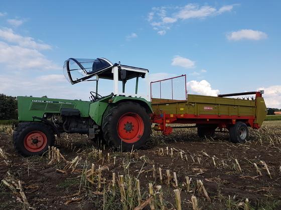 Fendt Farmer 102s mit Bergmann Miststreuer m74