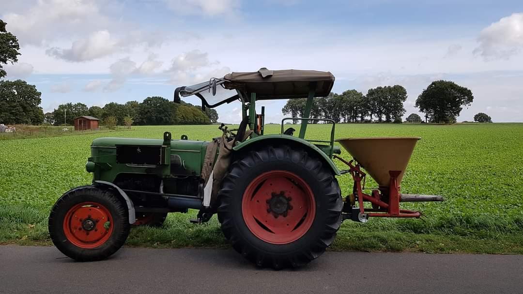 Farmer 3S Bj. 67 mit Vicon Pendelstreuer (70er Jahre)