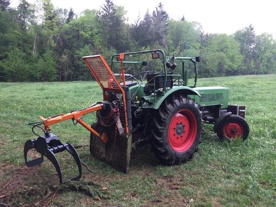Fendt Farmer 2 E und Anbaugeräte