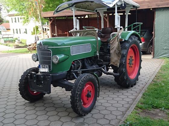 Farmer 2 mit frisch montiertem Verdeck